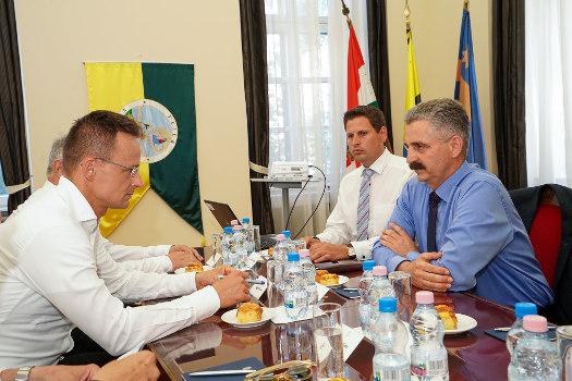 Két miniszter is a Megyeházán tárgyalt Fejér vezető politikusaival